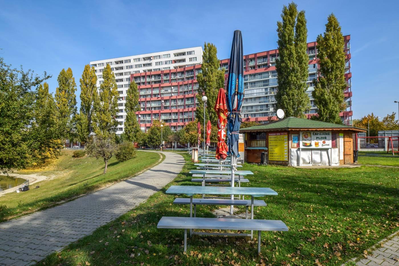 Квартиры за рубежом недорого в Братиславе. Двухкомнатная квартира, Nové Mesto, Tomášikova 50